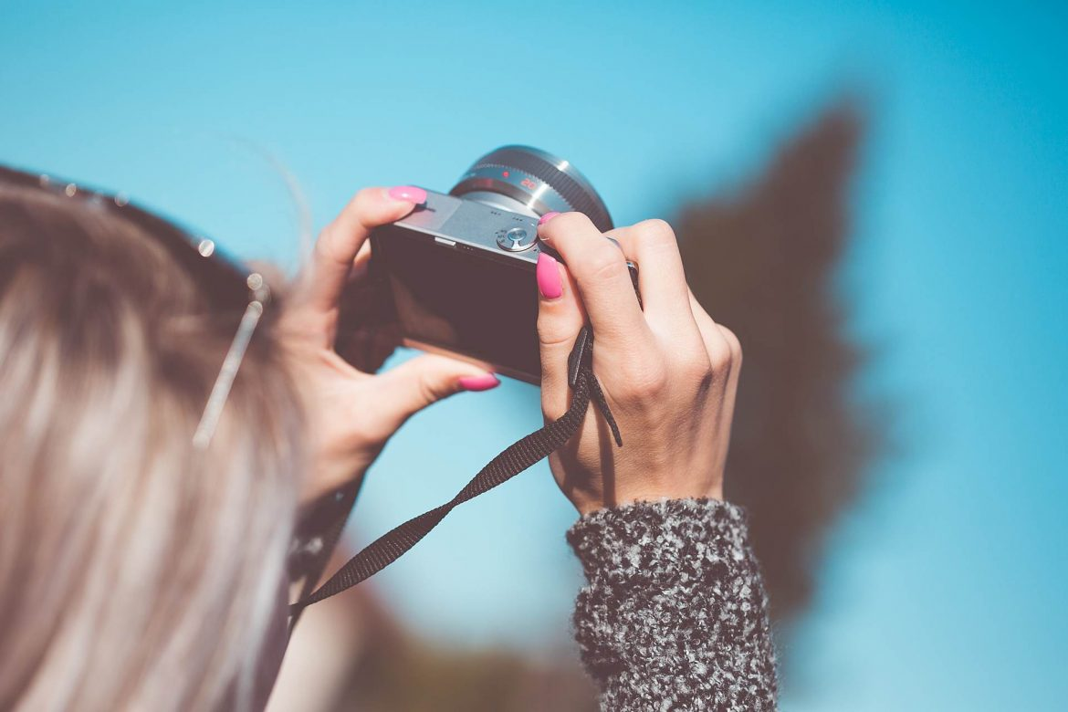 Taking a Photo with Small Mirrorless Camera